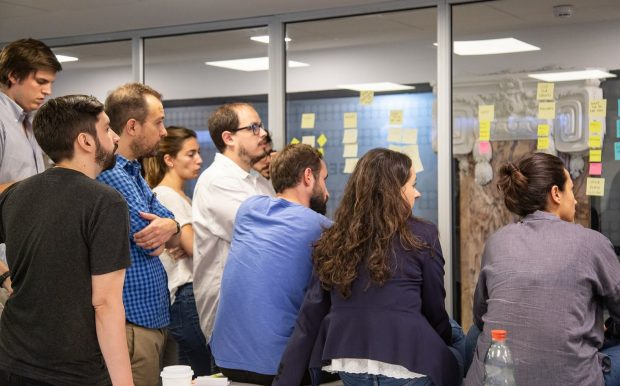 A picture of members of the LabGobAr team participating in a discussion about how Labs operate